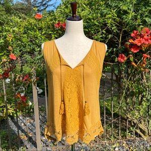 Tie-neck Crochet Lace Trim Sleeveless Knit Top